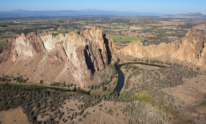 Crooked-River-Running-Through-Smith-Rock-State-Park